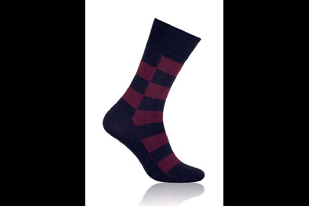 Socken Quadrat Dunkelrot mit Schwarz